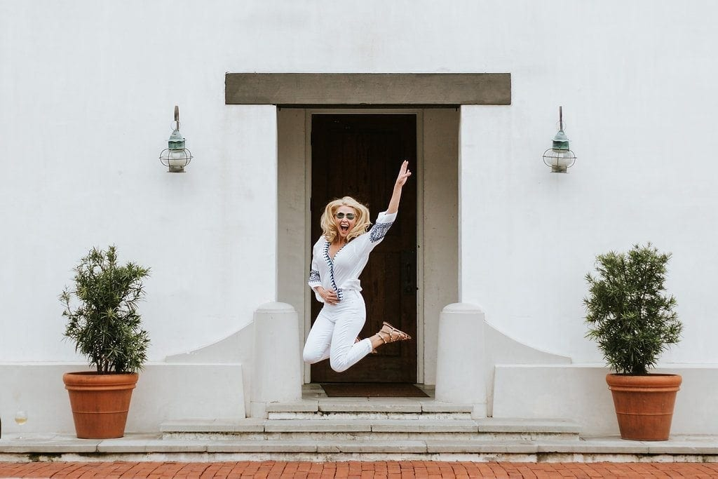 Rosemary Beach. Atlanta blogger Kelly Page. White summer pants outfit.