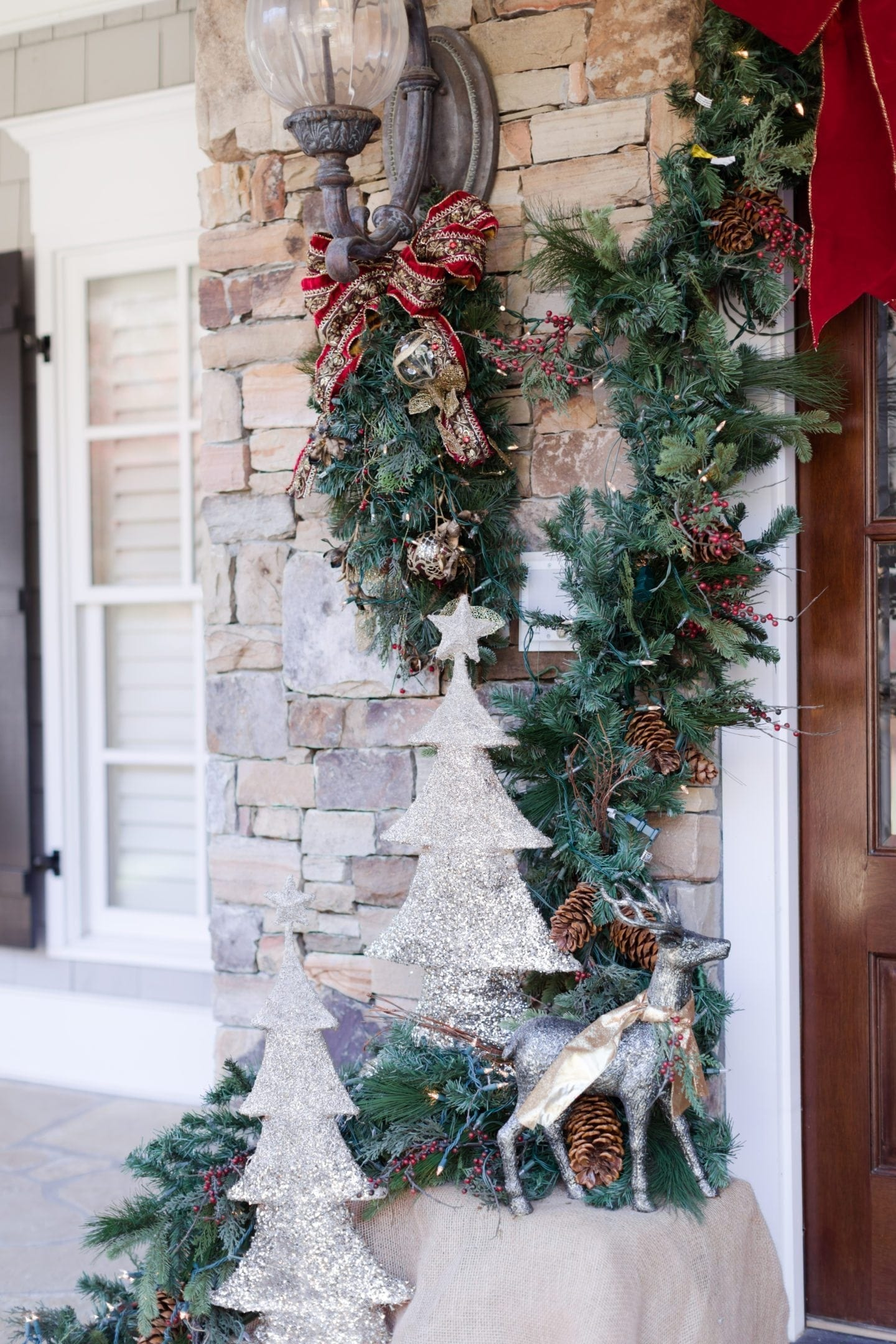 How to decorate your house for Christmas. Front door decorating ideas.
