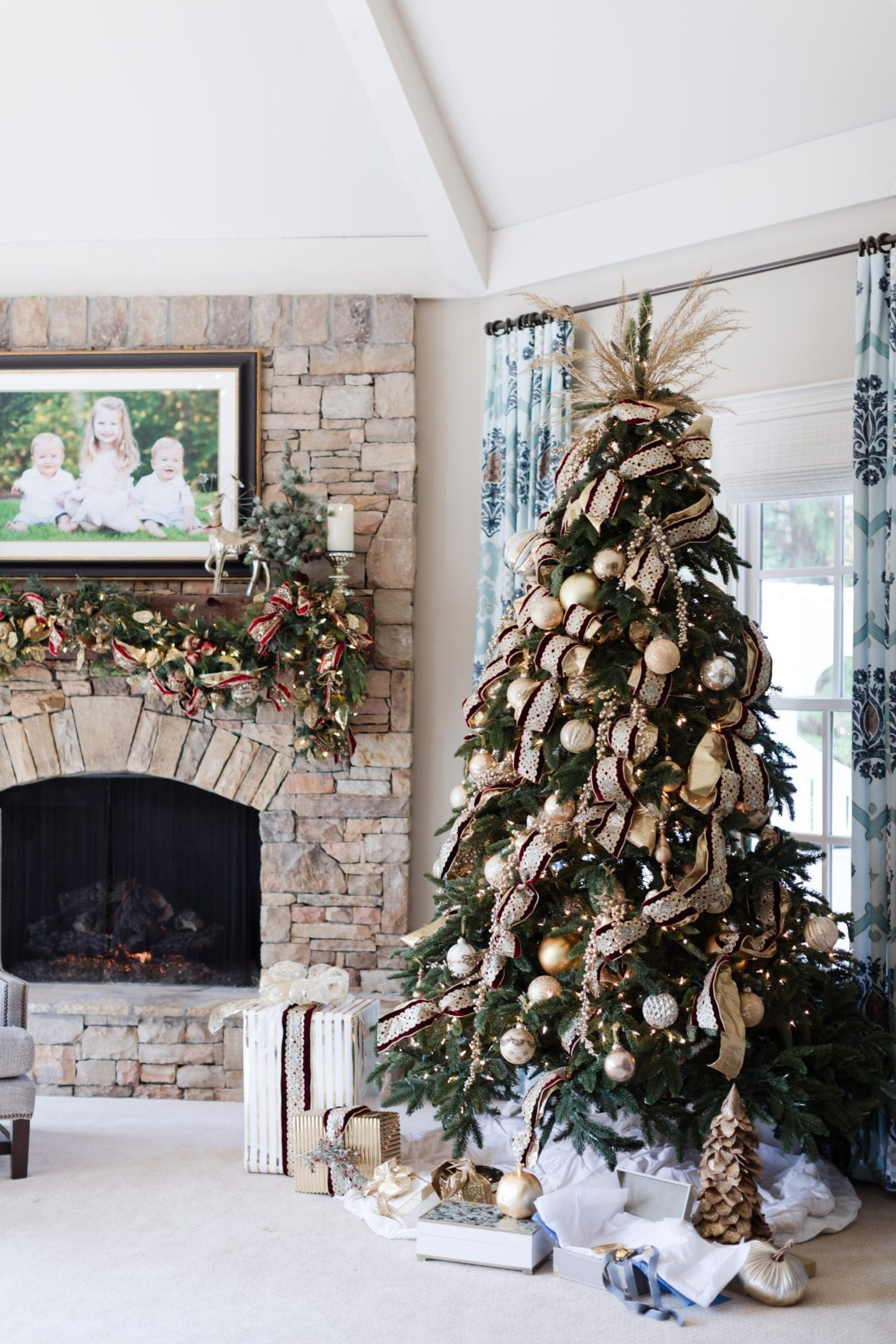 Burgundy and Gold Christmas Tree Ideas | bluegraygal