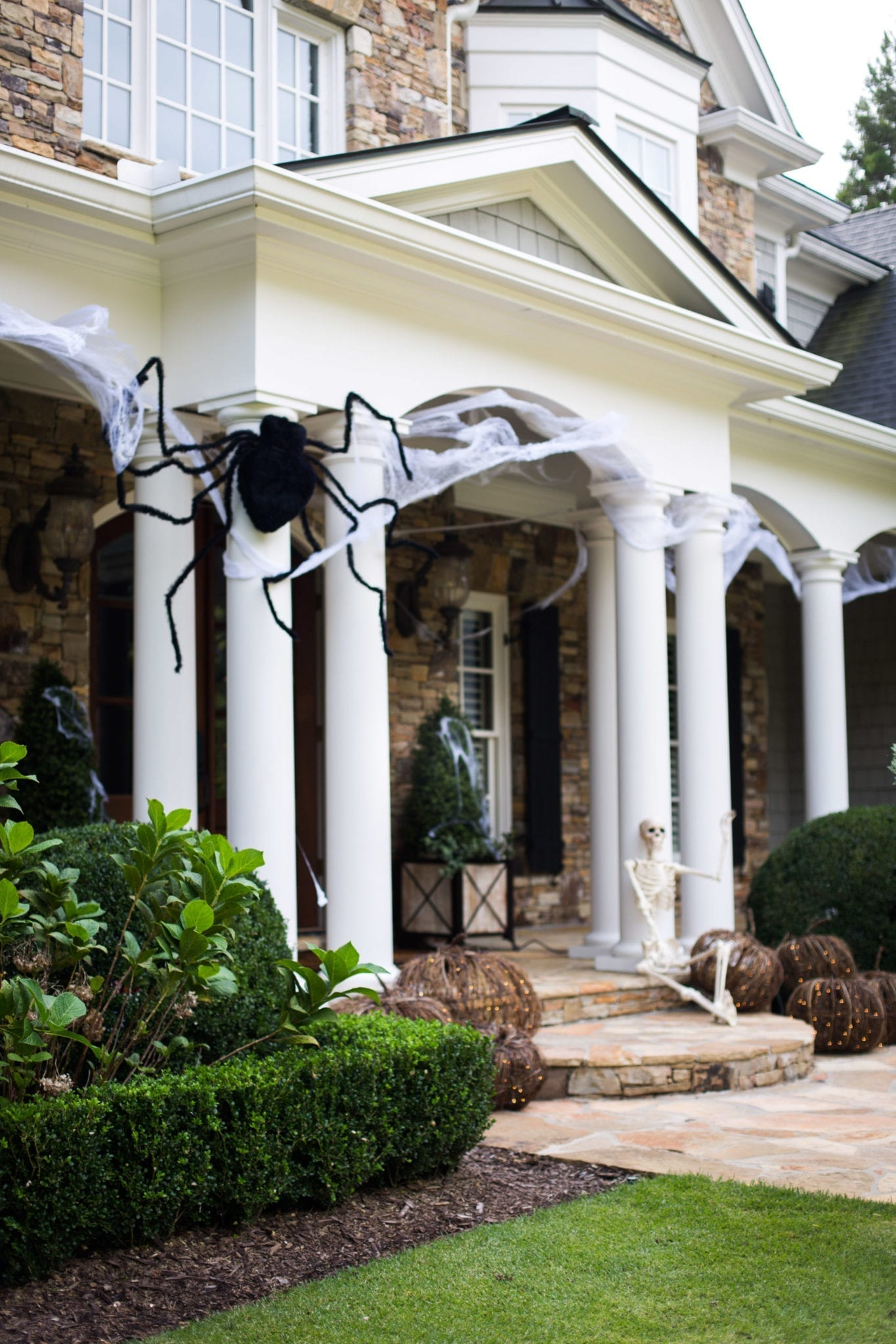 Giant outdoor spider Halloween decor.