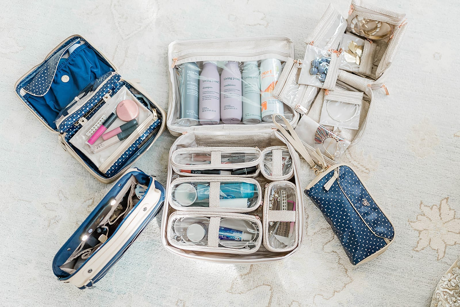 PurseN Organization Bags. Ways to travel with hair and makeup stuff with keeping organized so you can see it!