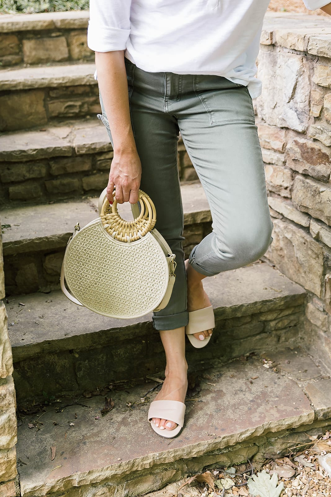 Summer Crossbody Bag and easy to wear casual outfit for women.
