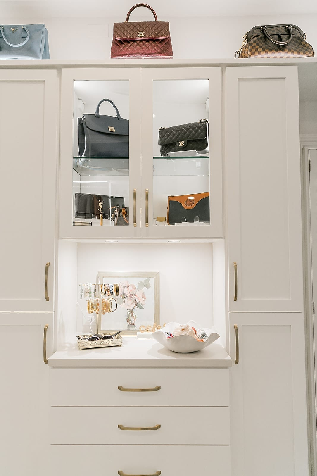 How to display handbags. Designer closet with handbag display behind glass shelves. Display jewelry with scarf storage.