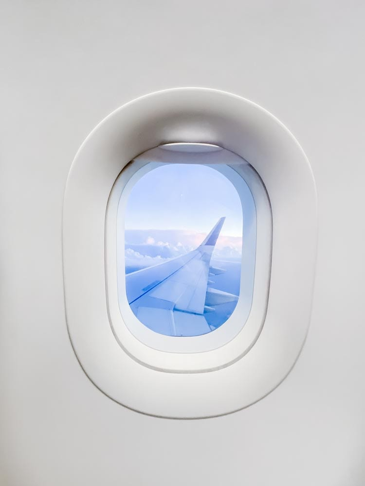 Tips & tricks to flying on Delta during COVID, including how to travel with kids safely during Coronavirus.