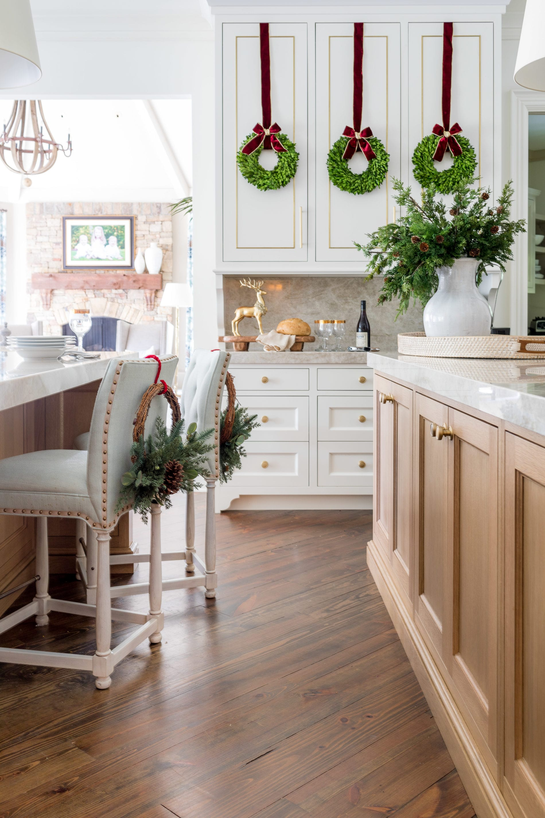 Fresh greenery in the kitchen is beautiful, but who has time these days? I discovered the best faux greenery garland. I mixed faux cedar garland to make a perfectly imperfect farmhouse garland feel. The best faux cedar garland is so life-like it feels almost damp feel! A beautiful look that will last all holiday long!